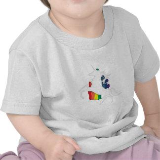 Unicornio y arco iris camisetas