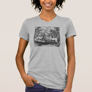 Unicornio y macho en el bosque camiseta