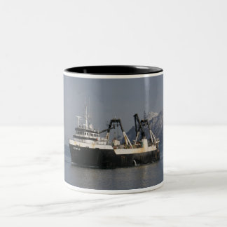 Unimak, barco rastreador de fábrica en el puerto h tazas de café