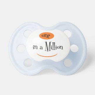 UNO EN un MILLION2 BooginHead® CustomPacifier 0-6 Chupetes
