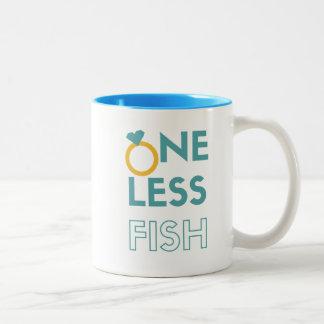 Uno menos pescados taza bicolor