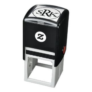 Uno mismo del monograma de tres letras que entinta sello automático