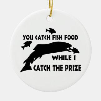 Usted coge la comida de pescados adorno redondo de cerámica
