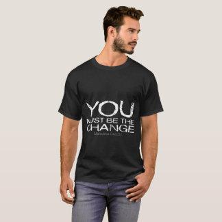 Usted debe ser la camiseta de la oscuridad del