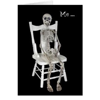 usted-esqueleto de la falta en silla tarjeta de felicitación