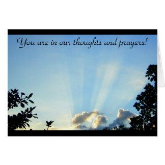 ¡Usted está en nuestros pensamientos y rezos! Felicitación