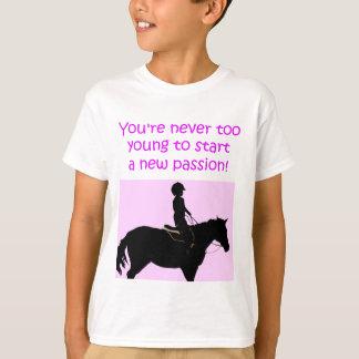 Usted nunca es caballo lindo demasiado joven camiseta
