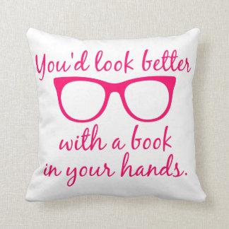 Usted parecería mejor con un libro en su almohada