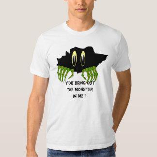 Usted pone en evidencia al monstruo en… camisetas