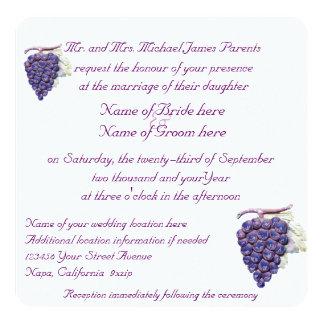 Uvas del viñedo que casan la invitación