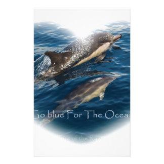 Va el azul para el delfín de la madre y del niño papeleria de diseño