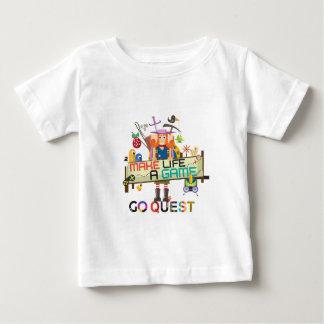 Va la hembra de la búsqueda camiseta para bebé