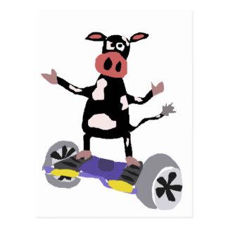 Vaca blanco y negro divertida en Hoverboard Postal