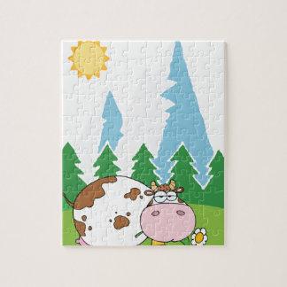 Vaca lechera de la montaña con la flor en boca rompecabezas