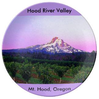 Valle de Hood River y capilla del Mt., Oregon Plato De Porcelana