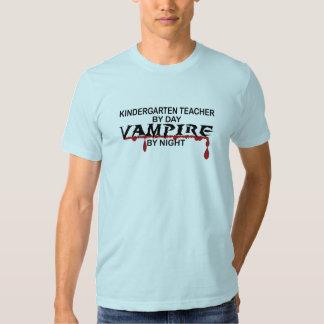 Vampiro del maestro de jardín de infancia por camisetas