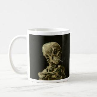 Van Gogh que fuma la taza de café esquelética