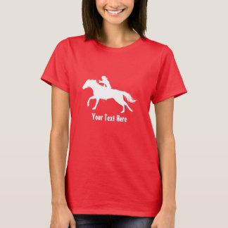 Vaquera del rodeo (casco que lleva) a caballo camiseta