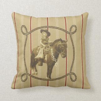 Vaquera occidental del vintage en caballo cojín decorativo