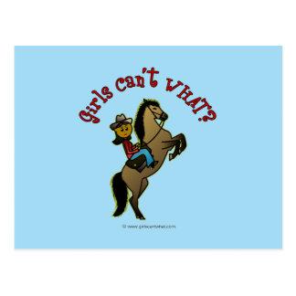 Vaquera oscura en caballo postal