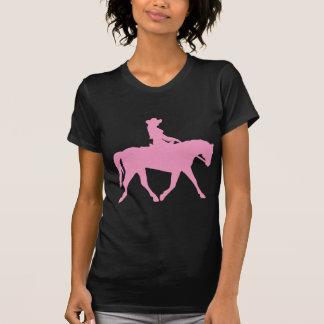 Vaquera que monta su caballo (rosa) camiseta