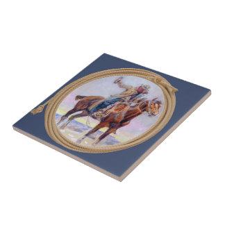 Vaquero occidental en caballo y llevar a cabo una azulejo