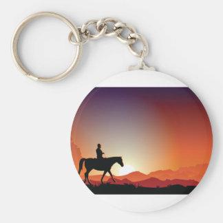 Vaquero que monta un llavero del caballo