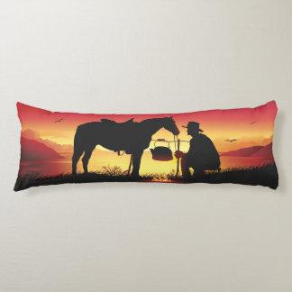Vaquero y caballo en la almohada del cuerpo de la