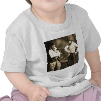 Vaqueros del vintage y sus seis pistolas camisetas