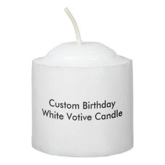 Vela votiva blanca del cumpleaños de encargo