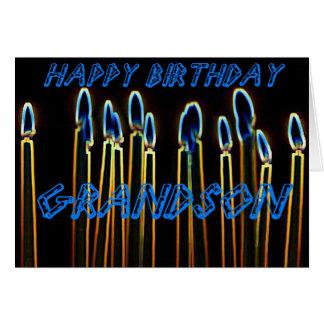Velas del feliz cumpleaños de tarjeta del nieto
