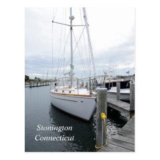 velero atracado en un puerto deportivo postales