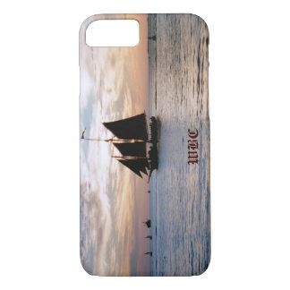 Velero en el mar tranquilo en el diseño del funda iPhone 7
