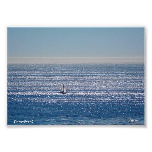 Velero en la impresión del mar fotografias