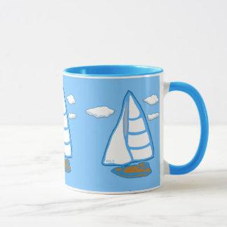 Veleros con la taza del azul de las nubes
