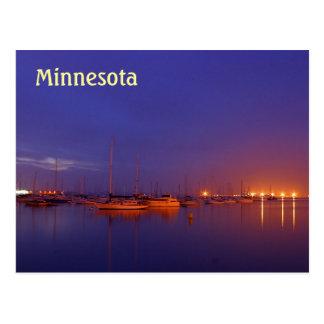 Veleros de Minnesota en puerto deportivo en la pos Postal