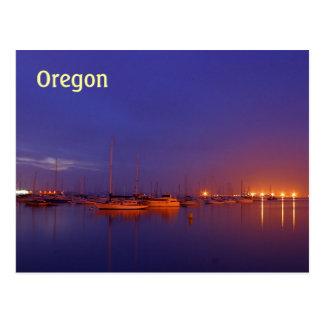 Veleros de Oregon en puerto deportivo en la postal