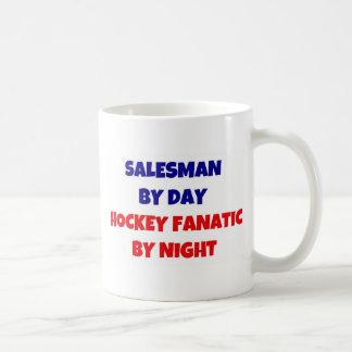 Vendedor del fanático del hockey del día por noche taza de café