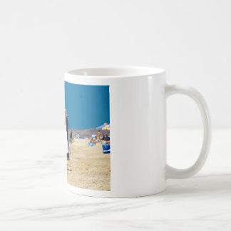 Vendedor en la playa taza de café