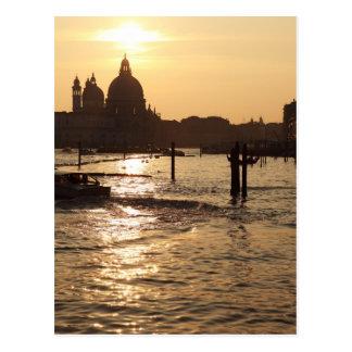 Venecia en la postal de la puesta del sol