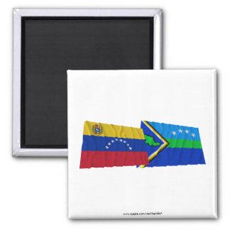 Venezuela y banderas que agitan de Amacuro del del Imán Cuadrado