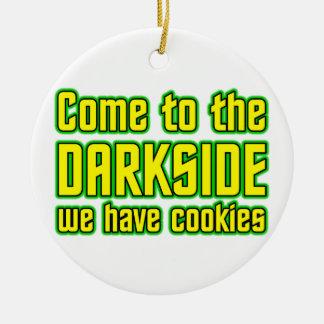Venido al Darkside tenemos galletas Adorno Navideño Redondo De Cerámica