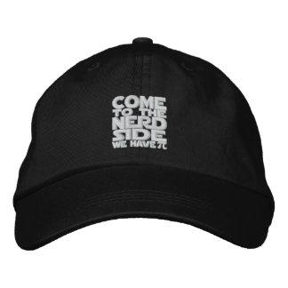 Venido al lado del empollón tenemos pi gorras bordadas