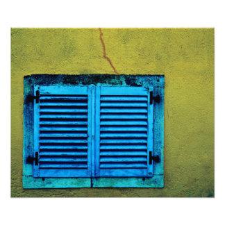 Ventana de madera cerrada foto