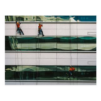 Ventanas de la limpieza de un rascacielos postal