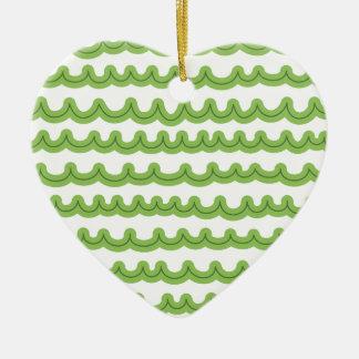 Verde caprichoso de las olas oceánicas adorno de cerámica