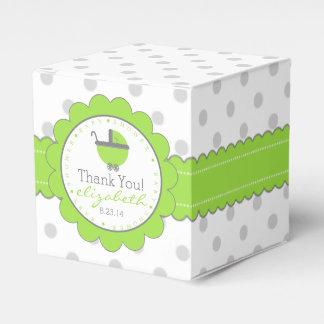 Verde con la fiesta de bienvenida al bebé gris de caja de regalos
