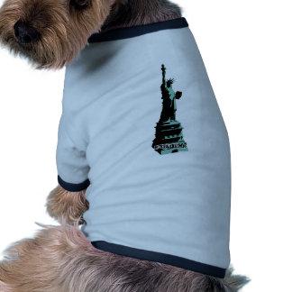 Verde de la libertad de la estatua de la plantilla camiseta con mangas para perro