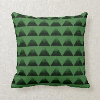 Verde de los triángulos del tono medio cojín decorativo