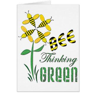 Verde de pensamiento de la abeja tarjeta de felicitación